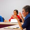 La professeure et responsable du programme de mineure en études féministes, des genres et des sexualités du Département de science politique de l'UdeM, Pascale Dufour, durant son dernier cours du trimestre. (Crédit photo : Laura-Maria Martinez)