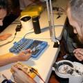 Le premier Repair Café de Polytechnique a eu lieu en octobre dernier. À la suite de son succès, les organisateurs ont décidé de répéter l'expérience. (Photo: Courtoisie Polytechnique Montréal)