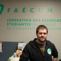 Le secrétaire général de la FAÉCUM, Simon Forest, souhaite que les étudiantes soient mieux outillées afin d'encourager leur participation. (Photo: Félix Lacerte-Gauthier)