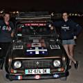 Adélaïde, Ariane et le véhicule 4L avec lequel elles se sont rendues à Marrakech. (Photo: Courtoisie Ariane Pluquet et Adélaïde Morillot)