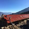 Suite aux séismes ayant frappé le Népal au printemps 2015, l'organisme Architecture sans frontières Québec a participé à la conception et la construction d'un centre communautaire parasismique dans le village de Chhulemu. (Photo : Courtoisie Bernard Mailhot / ASF Québec)