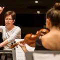 Conférencière invitée pour l'évènement, Lorraine Vaillancourt dirige le Nouvel ensemble moderne (NEM), en résidence à la Faculté de musique. (Photo: Courtoisie Faculté de musique)