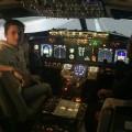 Deux étudiants de Polytechnique ont pu essayer un simulateur de vol lors d'une sortie organisée par PolyAir. (Photo: Courtoisie PolyAir)