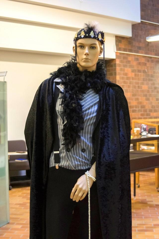 Claude Cahun aimait prendre des photos d'elle habillée en homme et avec le crâne rasé, à l'instar de ce mannequin. (Crédit photo: Romeo Mocafico)