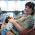 Selon le site internet de Statistiques Canada, en 2017 29% des femmes entre 18 et 34 ans allaitaient leurs enfants pendant au moins 6 mois. Les mères âgées de 35 ans à 49 ans étaient quant à elles, 37%. Crédit photo : Alpha Coulibaly