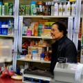 Sapa Rtnam est propriétaire d'une épicerie dans Parc-Extension depuis plus de 30 ans. Crédit photos : Zacharie Routhier.