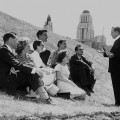 Pour Socrate, la classe idéale est celle où un professeur expose ses connaissances sous un olivier, devant ses élèves assis en cercle. Crédit photo : Archives UdeM.