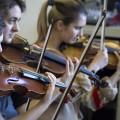 L'orchestre a décidé de rajouter des cordes  pour renforcer le côté classique de la pièce. (Photo : Romeo Mocafico)