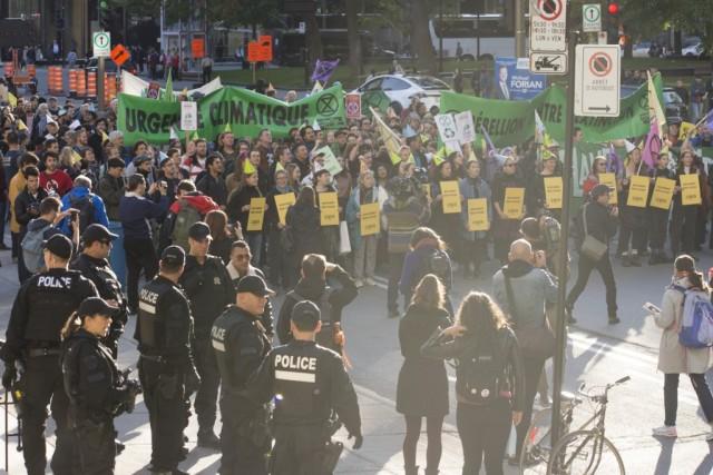 Le mardi 8 au soir, une quarantaine de personnes ont été arrêtées lors d'une manifestation pacifique dans le centre-ville, après s'être allongées sur la route. Crédit photo: Roméo Mocafico
