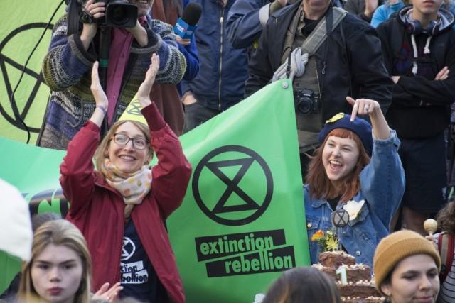 Le mardi 8, Extinction Rebellion a organisé une action pour célébrer le 1er anniversaire du 6e rapport du GIEC, qui a marqué un tournant dans la mobilisation écologiste selon la co-porte-parole d'Extinction Rebellion Québec, Catherine Bouchard-Tremblay. Crédit photo: Roméo Mocafico