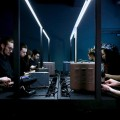 """Sous la direction de Nicolas Bernier, l'Ensemble d'oscillateurs génère à l'aide de ces appareils électroniques primitifs les sons les plus """"purs"""" qui soient. Crédit : Perte de signal"""