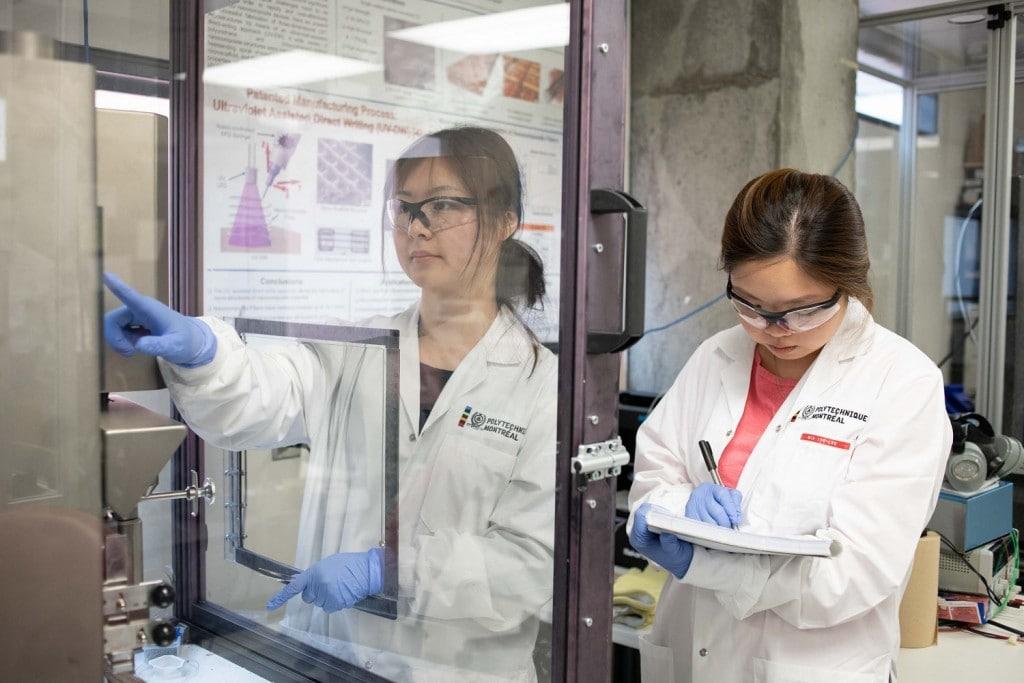 Près de 80 étudiants de l'École Polytechnique participent aux recherches dans le laboratoire situé au Pavillon J.-Armand-Bombardier. Photo : Jacob Côté.