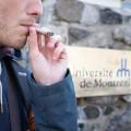 La Loi encadrant le cannabis interdit la consommation de cannabis sur les terrains des établissements postsecondaires, rappelle la secrétaire générale de la FAÉCUM, Sandrine Desforges. Crédit photo : Jacob Côté