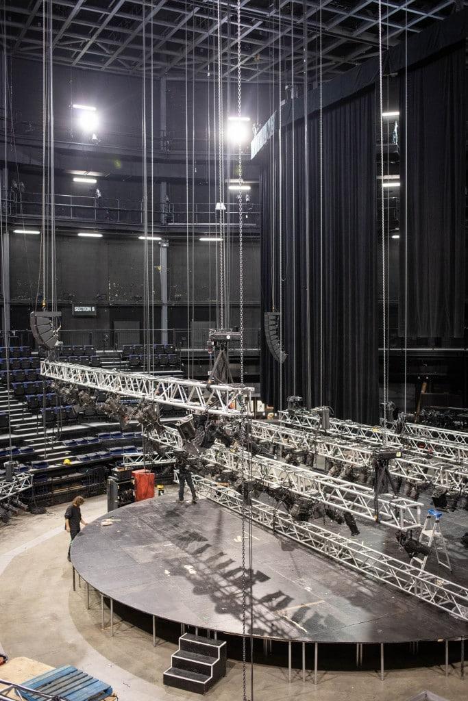 La salle de spectacle de la TOHU, rue Jarry. L'édifice, qui est situé à deux pas d'un parc aménagé sur ce qui était anciennement le plus grand dépotoir de Montréal, récupère le biogaz d'une usine adjacente pour combler une partie de ses besoins en énergie. Photo : Jacob Côté
