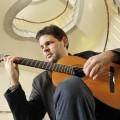 Le professeur Mathieu Boucher cumule les chapeaux (musicaux) : il enseigne la pédagogie musicale à l'UdeM et à l'ULaval, et aussi la guitare classique au Cégep de Ste-Foy. Photo : courtoisie Marc Robitaille