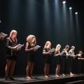 La troupe du TUM fait la lecture de leurs textes théâtraux, plutôt que d'apprendre ceux-ci par coeur. Photo : Jacob Côté