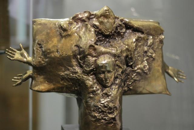 Nacer (Naître), une sculpture en bronze réalisée par Jordi Bonet en 1973.