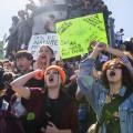 Des milliers d'étudiants ont manifesté le 27 septembre dernier pour dénoncer l'inaction des dirigeants politiques en matière de lutte contre les changements climatiques.  Photo : Romeo Mocafico