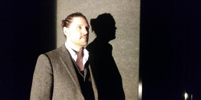 Laurier Rajotte, diplômé de l'UdeM, est compositeur et concepteur sonore pour la production théâtrale Les 2 Mondes. Crédit photo : Marc Boulanger
